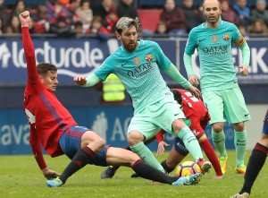 Lionel Messi scores wondergoal as Barcelona sweep aside Osasuna with 3-0 victory [Video]