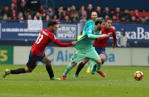 Lionel Messi hailed by Barcelona faithful after solo wonder goal in 3-0 victory against Osasuna [Best Tweets]