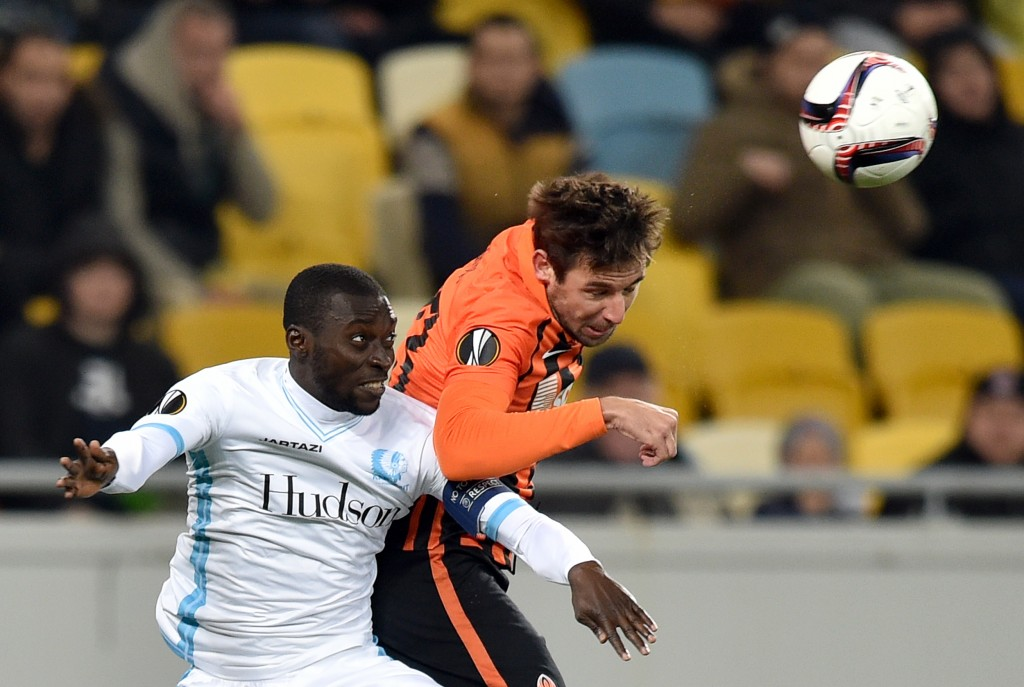 KAA Gent's Ghanaian midefielder Nana Asare (L) vies with Shakhtar Donetsk's Croatian defender Darijo Srna (R) during during the UEFA Europa League football match between Shakhtar Donetsk and KAA Gent at the Arena Lviv stadium in Lviv on October 20, 2016. (Photo by Genya Savilov/AFP/Getty Images)