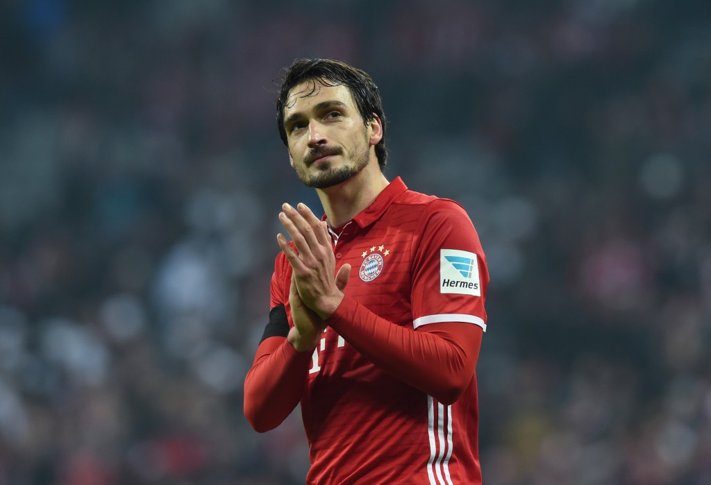 Bayern Munich's defender Mats Hummels reacts after the German first division Bundesliga football match between FC Bayern Munich and Bayer 04 Leverkusen in Munich, southern Germany, on November 26, 2016. / AFP / CHRISTOF STACHE / RESTRICTIONS: DURING MATCH TIME: DFL RULES TO LIMIT THE ONLINE USAGE TO 15 PICTURES PER MATCH AND FORBID IMAGE SEQUENCES TO SIMULATE VIDEO. == RESTRICTED TO EDITORIAL USE == FOR FURTHER QUERIES PLEASE CONTACT DFL DIRECTLY AT + 49 69 650050 (Photo credit should read CHRISTOF STACHE/AFP/Getty Images)