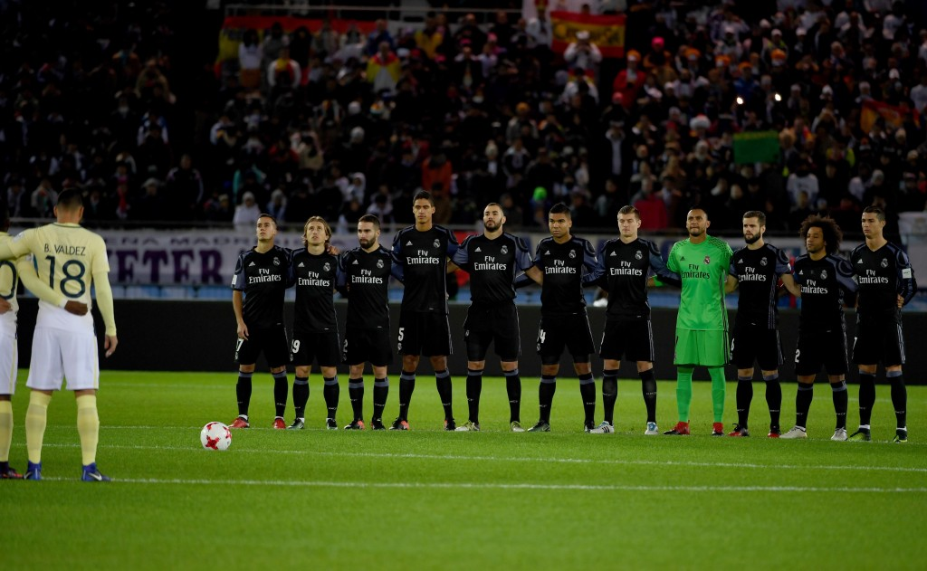 Real Madrid's players (R) and Club America's players (L) observe a moment of silence to remember the players from Brazilian side Chapecoense killed in an airplane crash on November 28, prior to their Club World Cup semi-final football match between Mexico's Club America and Spain's Real Madrid at Yokohama International stadium in Yokohama on December 15, 2016. / AFP / TOSHIFUMI KITAMURA (Photo credit should read TOSHIFUMI KITAMURA/AFP/Getty Images)