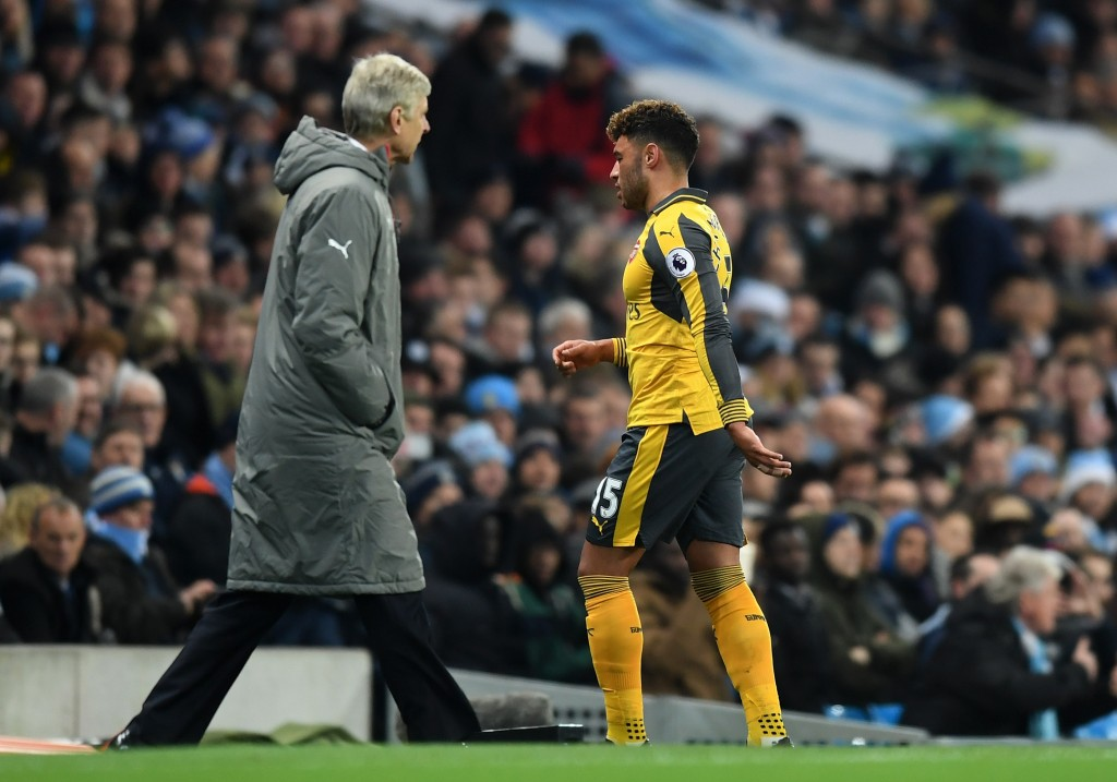 MANCHESTER, ENGLAND - DECEMBER 18: Alex Oxlade-Chamberlain of Arsenal (R) walks past Arsene Wenger, Manager of Arsenal (L) after he is subbed during the Premier League match between Manchester City and Arsenal at the Etihad Stadium on December 18, 2016 in Manchester, England. (Photo by Michael Regan/Getty Images)