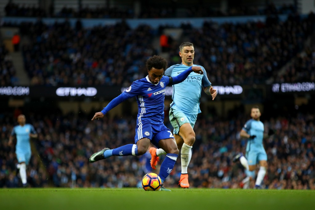 MANCHESTER, ENGLAND - DECEMBER 03: Willian of Chelsea scores his team's second goal during the Premier League match between Manchester City and Chelsea at Etihad Stadium on December 3, 2016 in Manchester, England. (Photo by Clive Brunskill/Getty Images)
