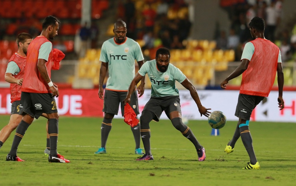 NorthEast United FC players practise before the start of the match 11 of the Indian Super League (ISL) season 3 between FC Pune City and NorthEast United FC held at the Balewadi Stadium in Pune, India on the 12th October 2016. Photo by Vipin Pawar / ISL/ SPORTZPICS