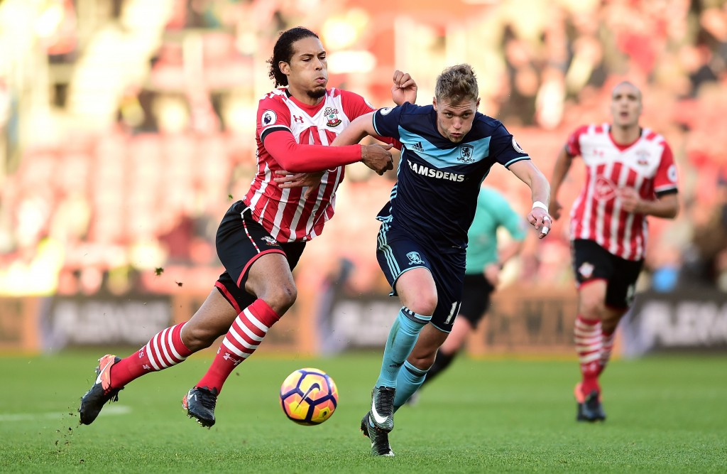SOUTHAMPTON, ENGLAND - DECEMBER 11: Virgil van Dijk of Southampton and Viktor Fischer of Middlesbrough battle for the ball during the Premier League match between Southampton and Middlesbrough at St Mary's Stadium on December 11, 2016 in Southampton, England. (Photo by Alex Broadway/Getty Images)