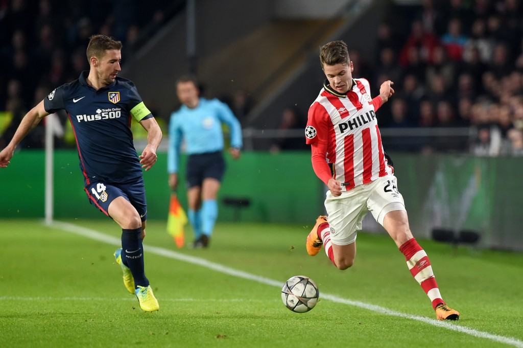 Atletico Madrid's midfielder Gabi (L) and PSV Eindhoven's midfielder Marco van Ginkel fights for the ball during the UEFA Champions League round of 16 first leg football match between PSV Eindhoven and Atletico Madrid at the Philips Stadium in Eindhoven on February 24, 2016. AFP PHOTO / EMMANUEL DUNAND / AFP / EMMANUEL DUNAND        (Photo credit should read EMMANUEL DUNAND/AFP/Getty Images)