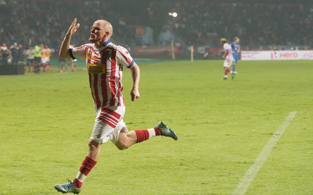 Atletico de Kolkata forward Iain Edward Hume celebrates after scoring a goal during the Indian Super League (ISL) football semi-final match between Atletico de Kolkata and Mumbai City FC at the Rabindra Sarobar Stadium in Kolkata on December 10, 2016. / AFP / Dibyangshu SARKAR        (Photo credit should read DIBYANGSHU SARKAR/AFP/Getty Images)