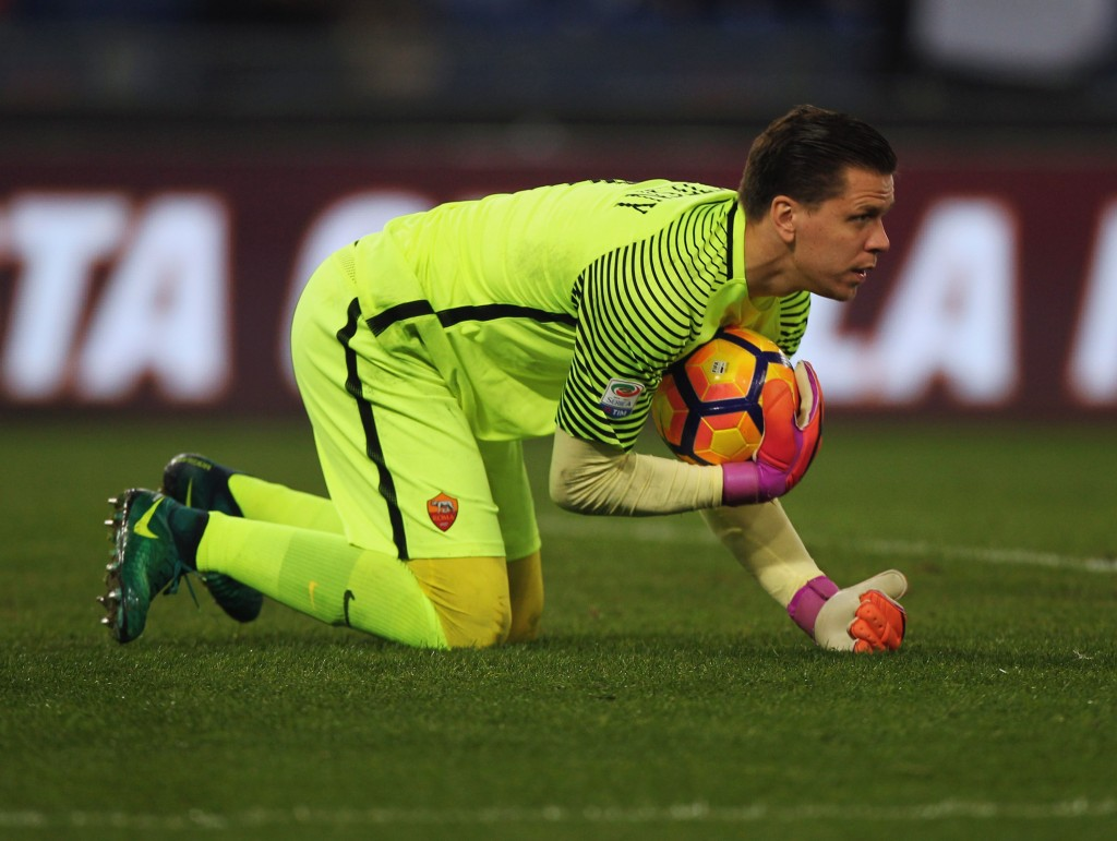 ROME, ITALY - DECEMBER 12: AS Roma goalkeeper Wojciech Szczesny in action during the Serie A match between AS Roma and AC Milan at Stadio Olimpico on December 12, 2016 in Rome, Italy. (Photo by Paolo Bruno/Getty Images )