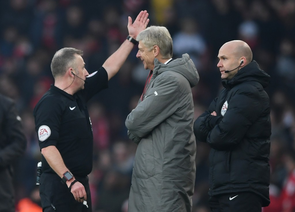 LONDON, ENGLAND - JANUARY 22: Referee Jonathan Moss orders Arsene Wenger, Manager of Arsenal to leave from the touchline during the Premier League match between Arsenal and Burnley at the Emirates Stadium on January 22, 2017 in London, England. (Photo by Shaun Botterill/Getty Images)