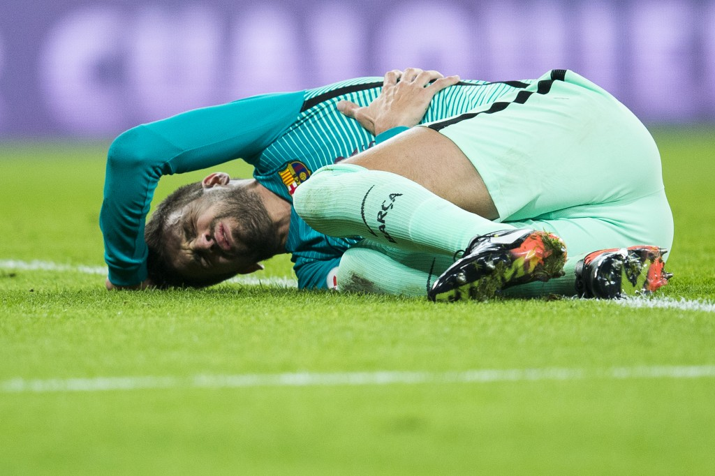 BILBAO, SPAIN - JANUARY 05: Gerard Pique of FC Barcelona reacts during the Copa del Rey Round of 16 first leg match between Athletic Club and FC Barcelona at San Mames Stadium on January 5, 2017 in Bilbao, Spain. (Photo by Juan Manuel Serrano Arce/Getty Images)