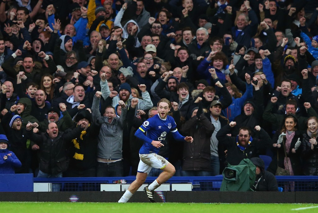 LIVERPOOL, ENGLAND - JANUARY 15: Tom Davies of Everton celebrates after scoring his team's third goal during the Premier League match between Everton and Manchester City at Goodison Park on January 15, 2017 in Liverpool, England. (Photo by Alex Livesey/Getty Images)