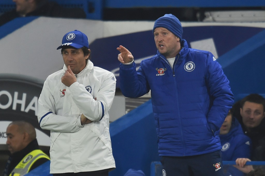 Chelsea's assistant coach Steve Holland (R) gestures next to Chelsea's Italian head coach Antonio Conte (L) on the touchline during the English FA Cup third round football match between Chelsea and Peterborough at Stamford Bridge in London on January 8, 2017. (Photo by Glyn Kirk/AFP/Getty Images)