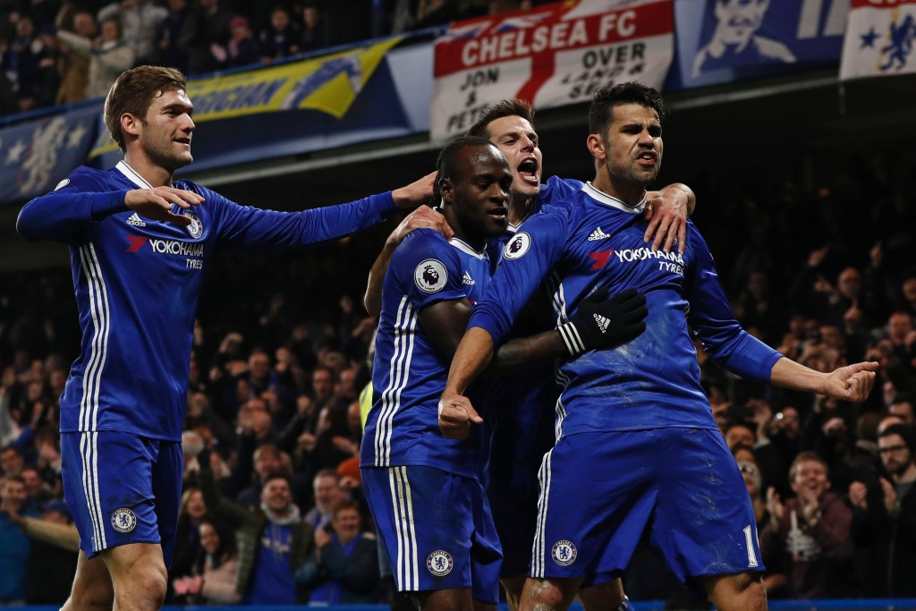 Chelsea's Brazilian-born Spanish striker Diego Costa (R) celebrates with teammates after scoring the opening goal of the English Premier League football match between Chelsea and Hull City at Stamford Bridge in London on January 22, 2017. / AFP / Adrian DENNIS / RESTRICTED TO EDITORIAL USE. No use with unauthorized audio, video, data, fixture lists, club/league logos or 'live' services. Online in-match use limited to 75 images, no video emulation. No use in betting, games or single club/league/player publications. / (Photo credit should read ADRIAN DENNIS/AFP/Getty Images)
