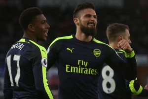 Olivier Giroud continues incredible goalscoring form in Arsenal's 4-0 rout of Swansea City [Video]