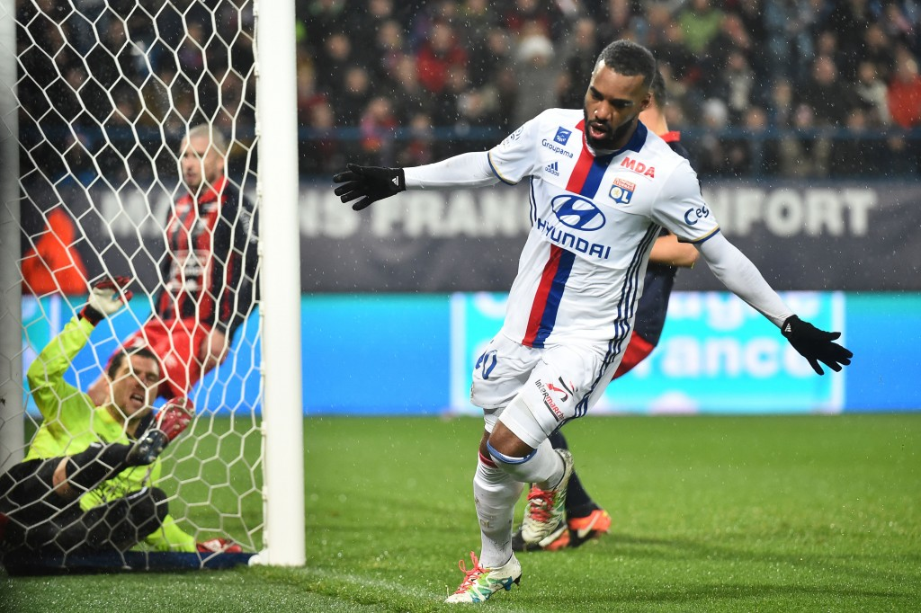 Lyon's French forward Alexandre Lacazette celebrates after scoring a goal during the French L1 football match between Caen (SM Caen) and Lyon (OL), on January 15, 2017, at the Michel d'Ornano stadium, in Caen, northwestern France. / AFP / JEAN-FRANCOIS MONIER (Photo credit should read JEAN-FRANCOIS MONIER/AFP/Getty Images)