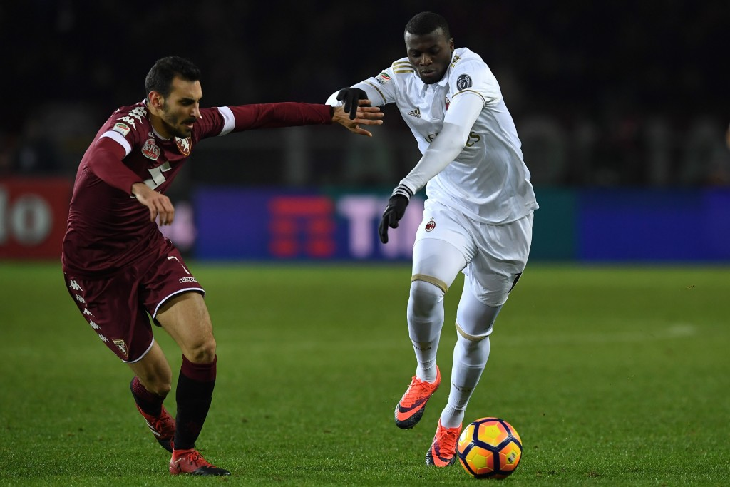 TURIN, ITALY - JANUARY 16: Davide Zappacosta (L) of FC Torino competes with Mbaye Niang of AC Milan during the Serie A match between FC Torino and AC Milan at Stadio Olimpico di Torino on January 16, 2017 in Turin, Italy. (Photo by Valerio Pennicino/Getty Images)