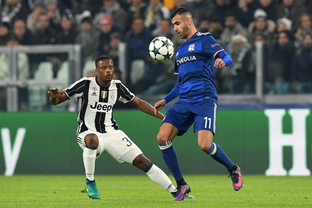 TURIN, ITALY - NOVEMBER 02: Rachid Ghezzal (R) of Olympique Lyonnais in action against Patrice Evra of Juventus during the UEFA Champions League Group H match between Juventus and Olympique Lyonnais at Juventus Stadium on November 2, 2016 in Turin, Italy. (Photo by Valerio Pennicino/Getty Images)