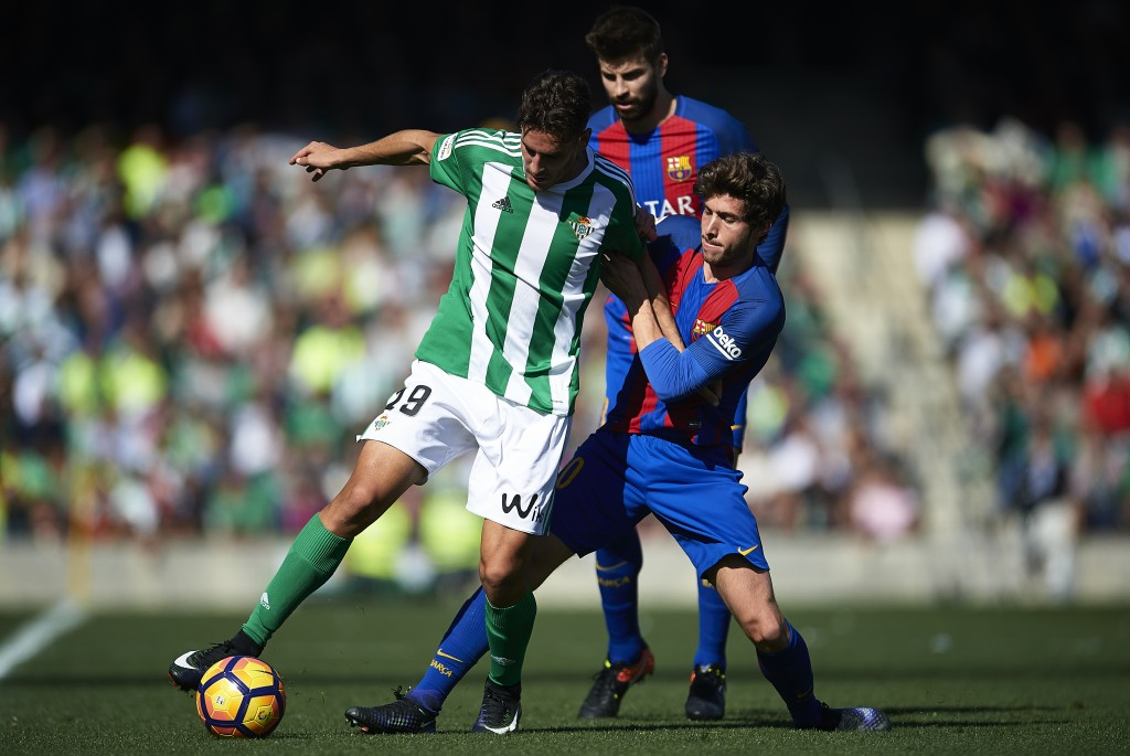SEVILLE, SPAIN - JANUARY 29:  Alex Alegria of Real Betis Balompie (L) competes for the ball with Sergio Roberto of FC Barcelona  (R) during La Liga match between Real Betis Balompie and FC Barcelona at Benito Villamarin Stadium on January 29, 2017 in Seville, Spain.  (Photo by Aitor Alcalde/Getty Images)