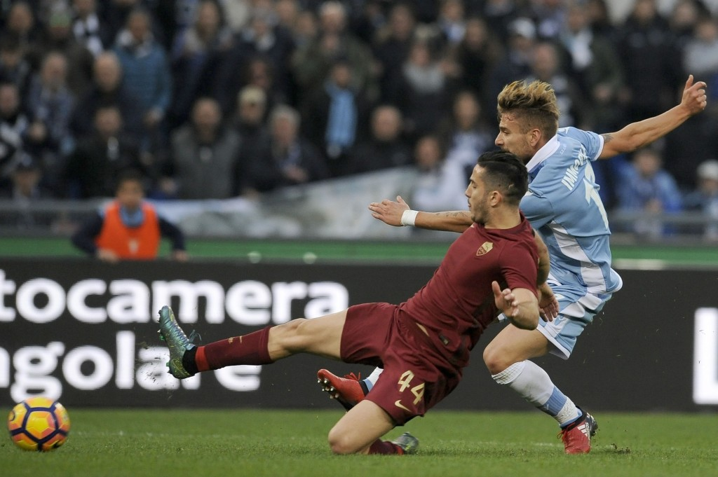 ROME,ITALY - DECEMBER 04: (L-R) Ciro Immobile of SS Lazio compete for the ball with Kostas Manolas of AS Roma during the Serie A match between SS Lazio and AS Roma at Stadio Olimpico on December 4, 2016 in Rome, Italy. (Photo by Marco Rosi/Getty Images)