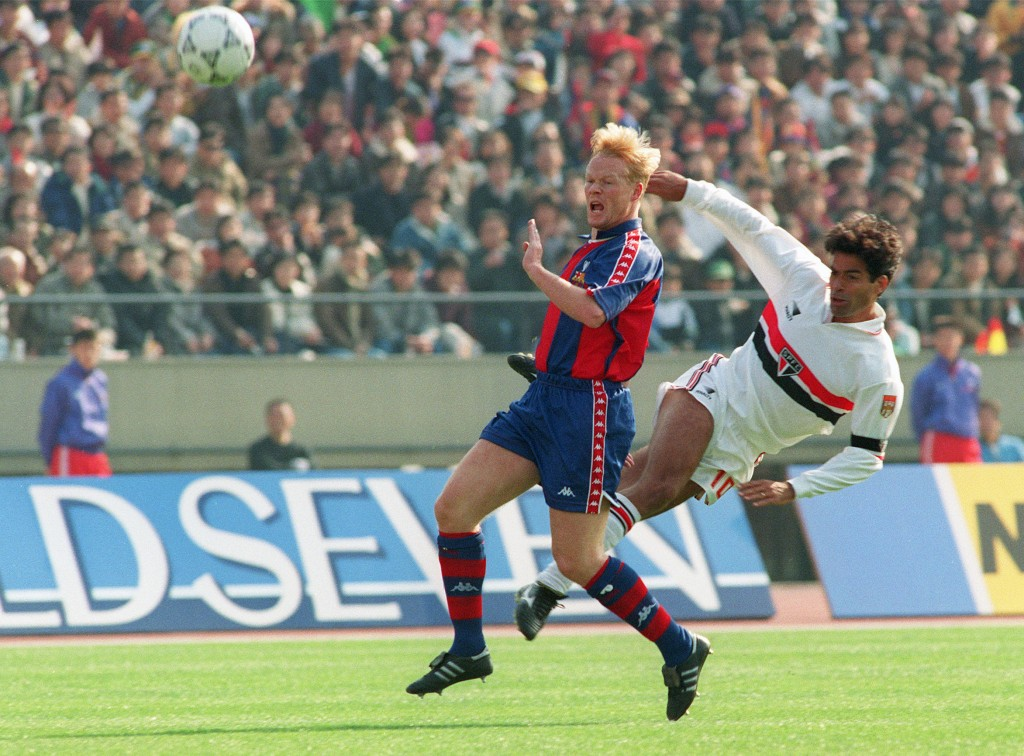 TOKYO, JAPAN: Sao Paulo Captain and star striker Rai (R) steals the ball from Barcelona's defence Ronald Koeman during the first quarter of Toyota European/South American cup 13 December 1992 in Tokyo. (Photo by Toru Yamanaka/AFP/Getty Images)