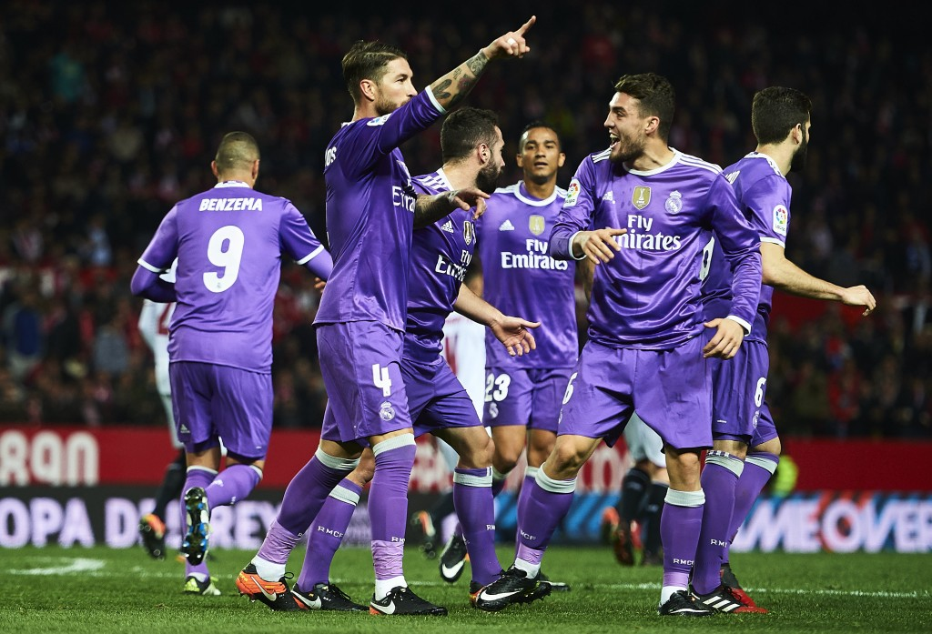SEVILLE, SPAIN - JANUARY 12: Sergio Ramos of Real Madrid CF celebrates after scoring the second goal of Real Madrid CF with his team mates during the Copa del Rey Round of 16 Second Leg match between Sevilla FC vs Real Madrid CF at Ramon Sanchez Pizjuan stadium on January 12, 2017 in Seville, Spain. (Photo by Aitor Alcalde/Getty Images)