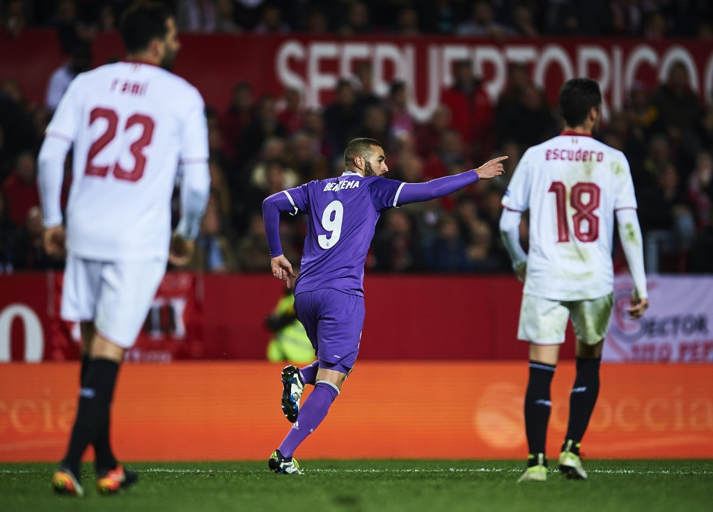 SEVILLE, SPAIN - JANUARY 12: Karim Benzema of Real Madrid CF celebrates after scoring the third goal of Real Madrid CF during the Copa del Rey Round of 16 Second Leg match between Sevilla FC vs Real Madrid CF at Ramon Sanchez Pizjuan stadium on January 12, 2017 in Seville, Spain. (Photo by Aitor Alcalde/Getty Images)