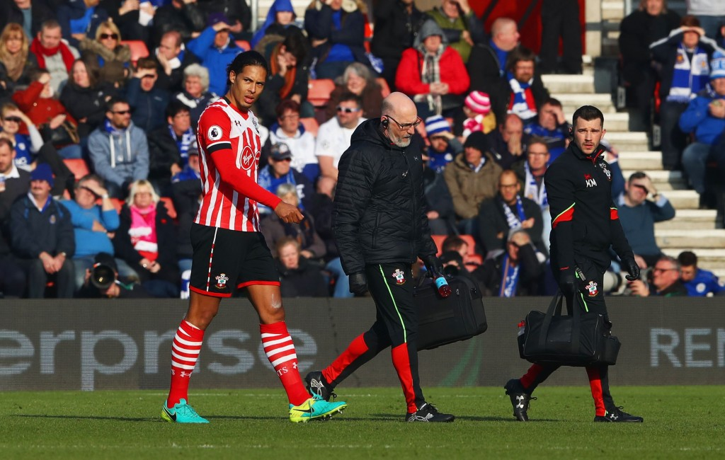 SOUTHAMPTON, ENGLAND - JANUARY 22: An injured Virgil van Dijk of Southampton leaves the ptich during the Premier League match between Southampton and Leicester City at St Mary's Stadium on January 22, 2017 in Southampton, England. (Photo by Michael Steele/Getty Images)