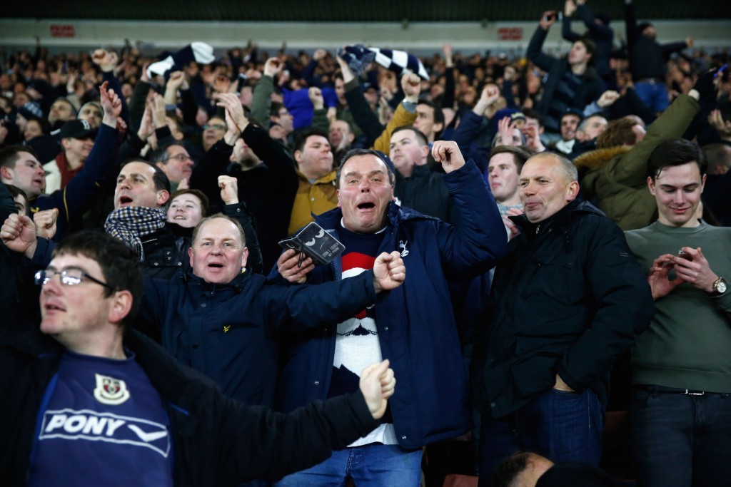 SOUTHAMPTON, ENGLAND - DECEMBER 28: Spurs fans celebrate during the Premier League match between Southampton and Tottenham Hotspur at St Mary's Stadium on December 28, 2016 in Southampton, England. (Photo by Julian Finney/Getty Images)