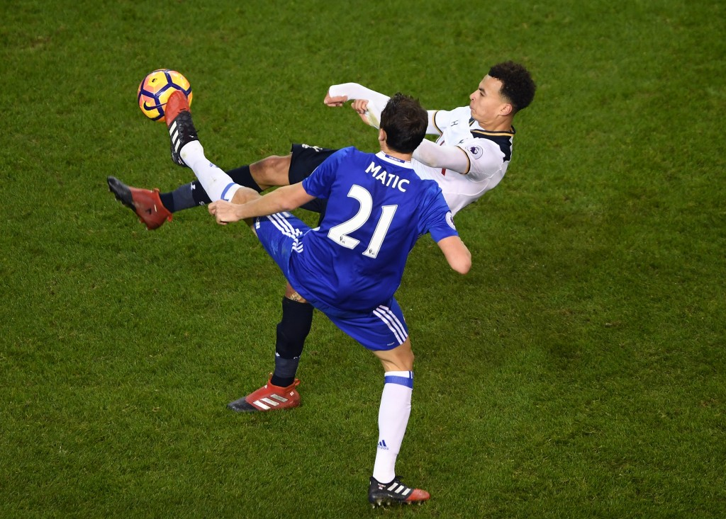 LONDON, ENGLAND - JANUARY 04: Nemanja Matic of Chelsea (L) and Dele Alli of Tottenham Hotspur (R) battle for possession during the Premier League match between Tottenham Hotspur and Chelsea at White Hart Lane on January 4, 2017 in London, England. (Photo by Mike Hewitt/Getty Images)