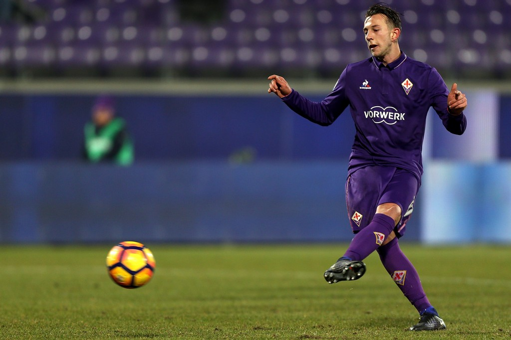 FLORENCE, ITALY - JANUARY 11: Federico Bernardeschi of ACF Fiorentina scores the opening goal during the TIM Cup match between ACF Fiorentina and AC ChievoVerona at Stadio Artemio Franchi on January 11, 2017 in Florence, Italy. (Photo by Gabriele Maltinti/Getty Images)