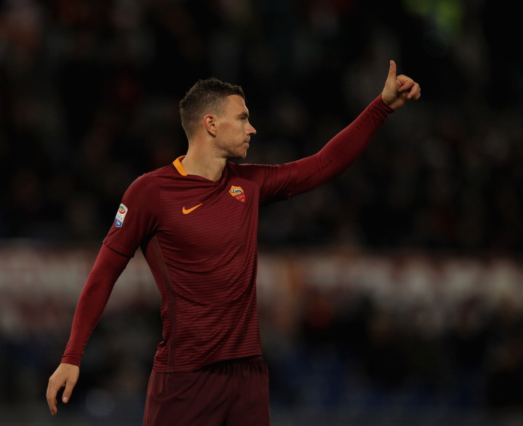 ROME, ITALY - JANUARY 22: Edin Dzeko of AS Roma reacts during the Serie A match between AS Roma and Cagliari Calcio at Stadio Olimpico on January 22, 2017 in Rome, Italy. (Photo by Paolo Bruno/Getty Images)