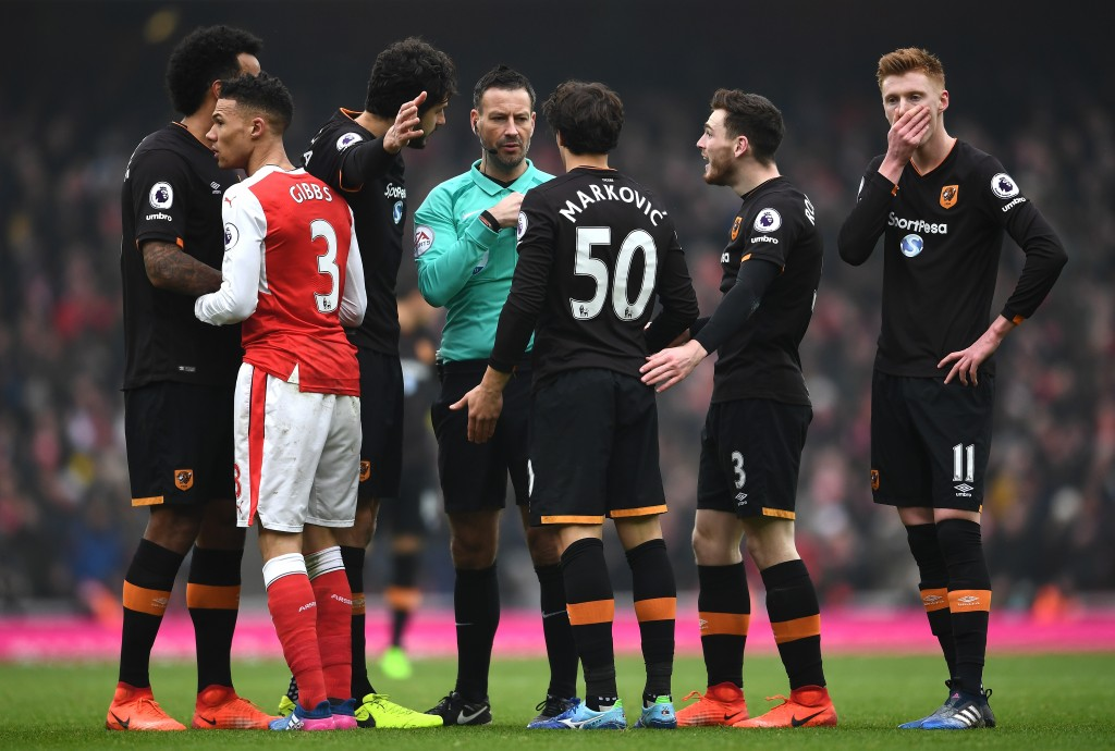 LONDON, ENGLAND - FEBRUARY 11: Lazar Markovic (3rd R) and Hull City players appeal to referee Mark Clattenburg after fouled by Kieran Gibbs of Arsenal during the Premier League match between Arsenal and Hull City at Emirates Stadium on February 11, 2017 in London, England. (Photo by Laurence Griffiths/Getty Images)