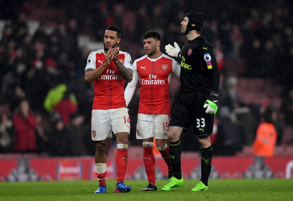 LONDON, ENGLAND - JANUARY 31: Theo Walcott, Alex Oxlade-Chamberlain and Petr Cech of Arsenal applaud after their 1-2 defeat in the Premier League match between Arsenal and Watford at Emirates Stadium on January 31, 2017 in London, England. (Photo by Mike Hewitt/Getty Images)