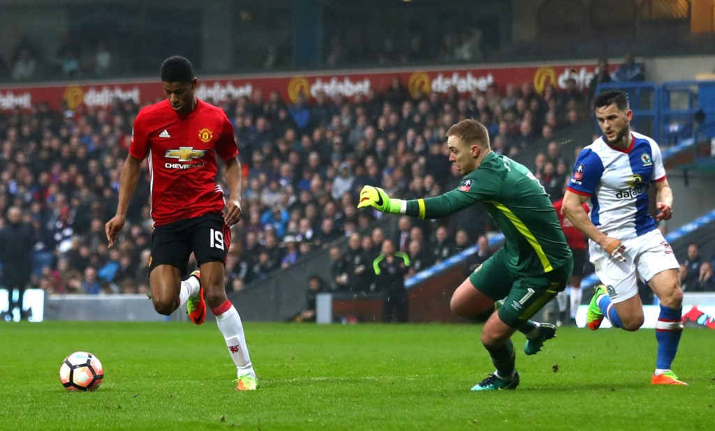 BLACKBURN, ENGLAND - FEBRUARY 19: Marcus Rashford of Manchester United beats goalkeeper Jason Steele of Blackburn Rovers to score their first and equalising goal during The Emirates FA Cup Fifth Round match between Blackburn Rovers and Manchester United at Ewood Park on February 19, 2017 in Blackburn, England. (Photo by Michael Steele/Getty Images)