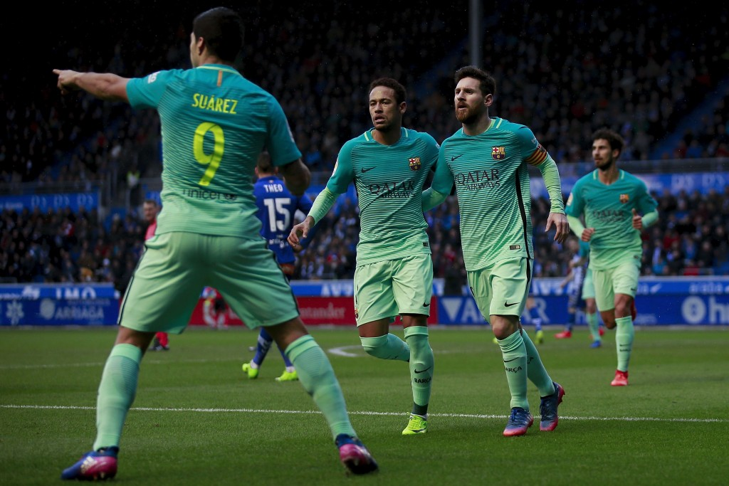 VITORIA-GASTEIZ, SPAIN - FEBRUARY 11: Luis Suarez (L) of FC Barcelona celebrates scoring their opening goal with teammates Neymar JR. (2ndL) and Lionel Messi (R) during the La Liga match between Deportivo Alaves and FC Barcelona at Estadio de Mendizorroza on February 11, 2017 in Vitoria-Gasteiz, Spain. (Photo by Gonzalo Arroyo Moreno/Getty Images)