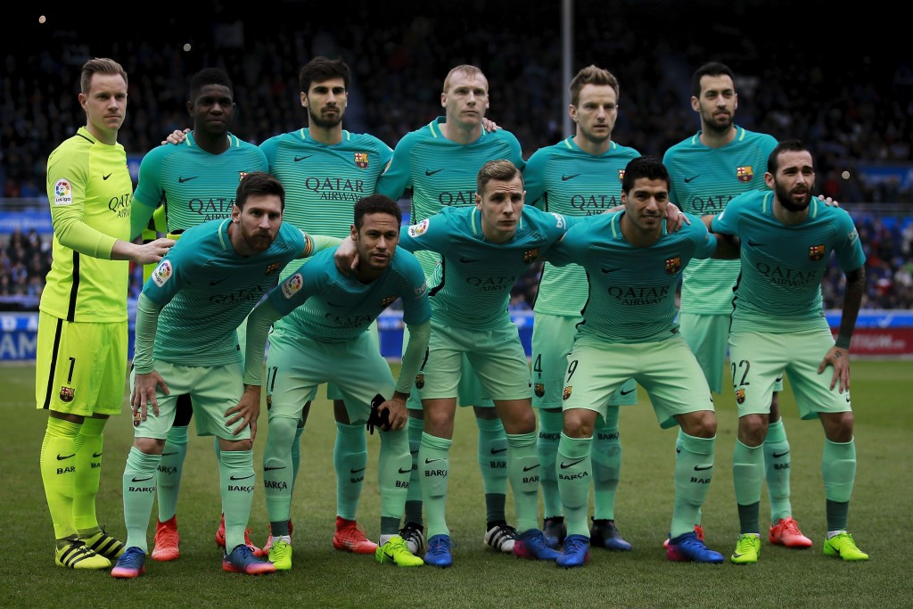 VITORIA-GASTEIZ, SPAIN - FEBRUARY 11: FC Barcelona line up prior to start the La Liga match between Deportivo Alaves and FC Barcelona at Estadio de Mendizorroza on February 11, 2017 in Vitoria-Gasteiz, Spain. (Photo by Gonzalo Arroyo Moreno/Getty Images)