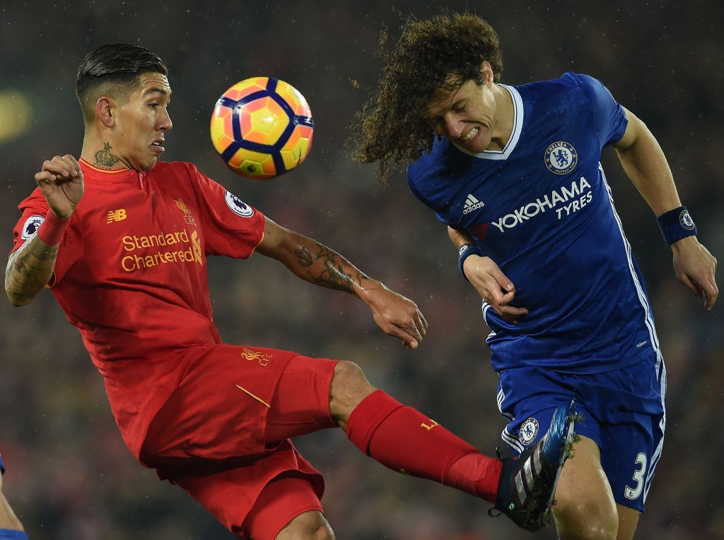 Liverpool's Brazilian midfielder Roberto Firmino (L) vies with Chelsea's Brazilian defender David Luiz during the English Premier League football match between Liverpool and Chelsea at Anfield in Liverpool, north west England on January 31, 2017. / AFP / PAUL ELLIS / RESTRICTED TO EDITORIAL USE. No use with unauthorized audio, video, data, fixture lists, club/league logos or 'live' services. Online in-match use limited to 75 images, no video emulation. No use in betting, games or single club/league/player publications. / (Photo credit should read PAUL ELLIS/AFP/Getty Images)