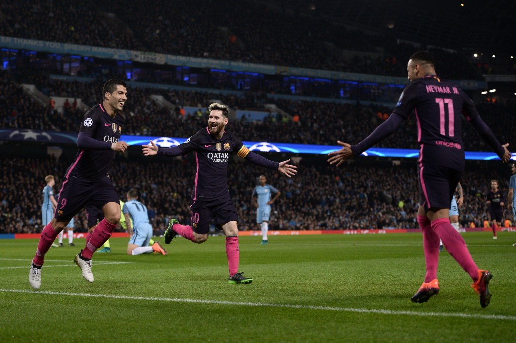 Barcelona's Argentinian striker Lionel Messi (C) celebrates scoring his team's first goal with Barcelona's Uruguayan striker Luis Suarez (L) and Barcelona's Brazilian striker Neymar during the UEFA Champions League group C football match between Manchester City and Barcelona at the Etihad Stadium in Manchester, north west England on November 1, 2016. / AFP / OLI SCARFF (Photo credit should read OLI SCARFF/AFP/Getty Images)