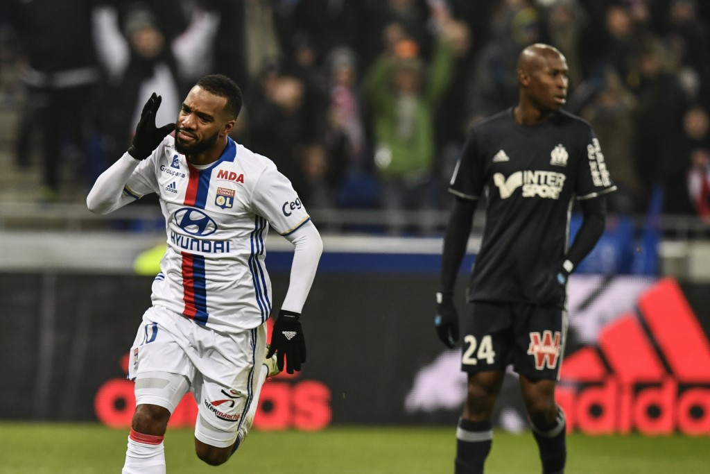 Lyon's French forward Alexandre Lacazette (L) celebrates after scoring a goal during the French L1 football match Olympique Lyonnais (OL) vs Marseille (OM) on January 22, 2017, at the Parc Olympique Lyonnais stadium in Decines-Charpieu, central-eastern France. / AFP / JEFF PACHOUD (Photo credit should read JEFF PACHOUD/AFP/Getty Images)