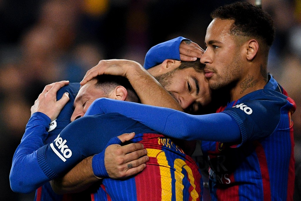 BARCELONA, SPAIN - DECEMBER 18: Luis Suarez (C) of FC Barcelona celebrates with his team mates Lionel Messi (L) and Neymar Jr.after scoring his team's second goal during the La Liga match between FC Barcelona and RCD Espanyol at the Camp Nou stadium on December 18, 2016 in Barcelona, Spain. (Photo by David Ramos/Getty Images)