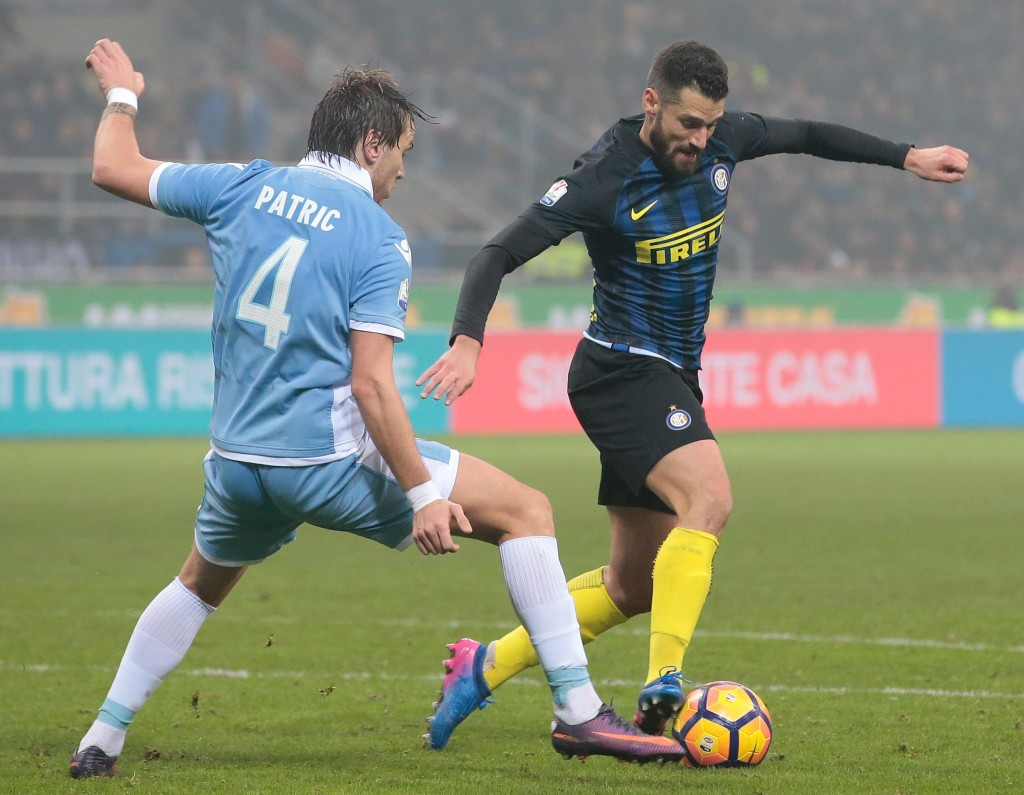 MILAN, ITALY - JANUARY 31: Antonio Candreva of FC Internazionale Milano (R) competes for the ball with Patricio Gabarron Gil of SS Lazio during the TIM Cup match between FC Internazionale and SS Lazio at Stadio Giuseppe Meazza on January 31, 2017 in Milan, Italy. (Photo by Emilio Andreoli/Getty Images)