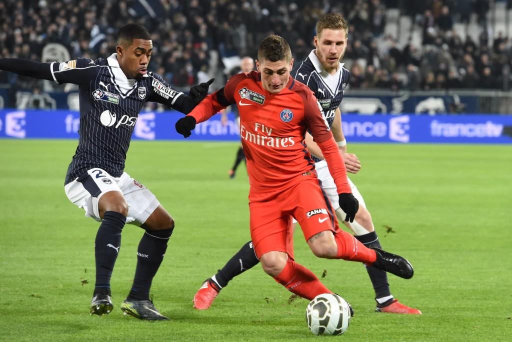 Bordeaux' Brazilian forward Malcolm (L) vies with Paris' Italian midfielder Marco Verratti (R) during the League Cup football match between Bordeaux and Paris Saint-Germain (PSG) on January 24, 2017 at the Matmut Stadium in Bordeaux. / AFP / MEHDI FEDOUACH (Photo credit should read MEHDI FEDOUACH/AFP/Getty Images)