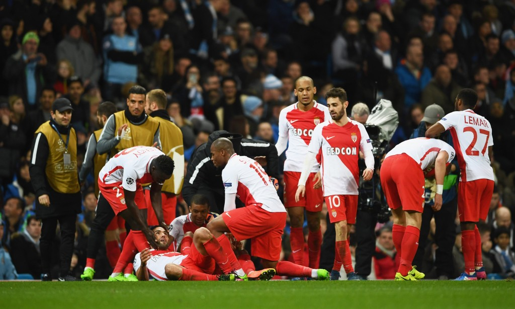 MANCHESTER, ENGLAND - FEBRUARY 21: Radamel Falcao Garcia of AS Monaco (grounded) celebrates as he with team mates as scores their third goal during the UEFA Champions League Round of 16 first leg match between Manchester City FC and AS Monaco at Etihad Stadium on February 21, 2017 in Manchester, United Kingdom. (Photo by Laurence Griffiths/Getty Images)