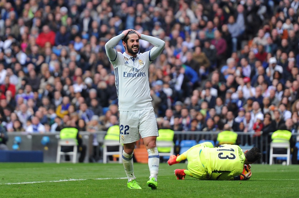 MADRID, SPAIN - FEBRUARY 18: Isco of Real Madrid reacts during the La Liga match between Real Madrid CF and RCD Espanyol at the Bernabeu stadium on February 18, 2017 in Madrid, Spain. (Photo by Denis Doyle/Getty Images)