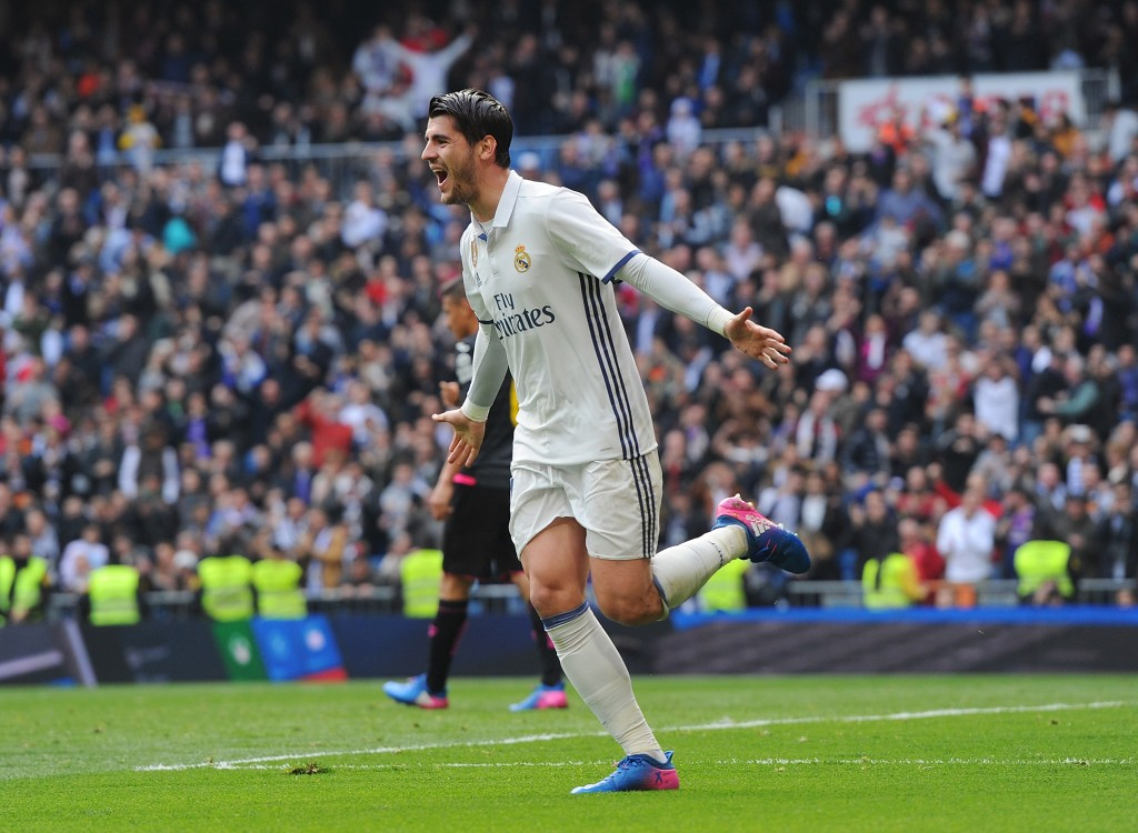 MADRID, SPAIN - FEBRUARY 18: Alvaro Morata of Real Madrid celebrates after scoring Real's opening goal during the La Liga match between Real Madrid CF and RCD Espanyol at the Bernabeu stadium on February 18, 2017 in Madrid, Spain. (Photo by Denis Doyle/Getty Images)