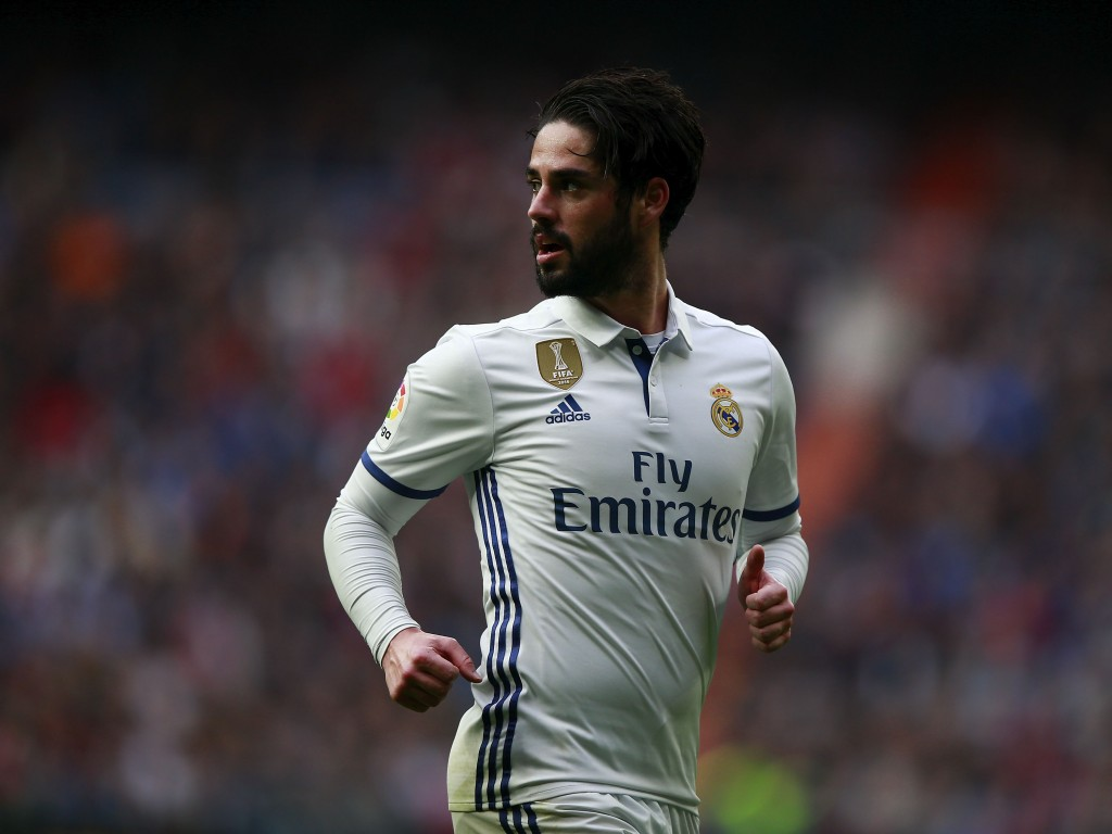 MADRID, SPAIN - FEBRUARY 18: Francisco Roman Alarcon alias Isco (R) looks on during the La Liga match between Real Madrid CF and RCD Espanyol at Estadio Santiago Bernabeu on February 18, 2017 in Madrid, Spain. (Photo by Gonzalo Arroyo Moreno/Getty Images)