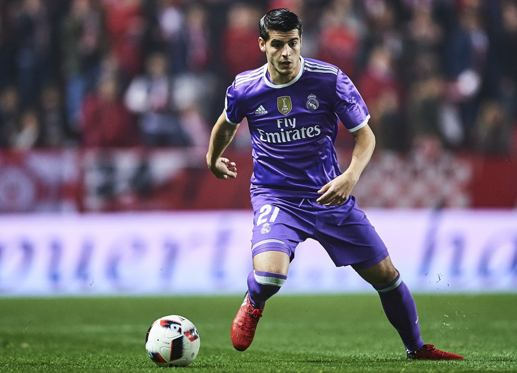 SEVILLE, SPAIN - JANUARY 12: Alvaro Morata of Real Madrid CF in action during the Copa del Rey Round of 16 Second Leg match between Sevilla FC vs Real Madrid CF at Ramon Sanchez Pizjuan stadium on January 12, 2017 in Seville, Spain. (Photo by Aitor Alcalde/Getty Images)