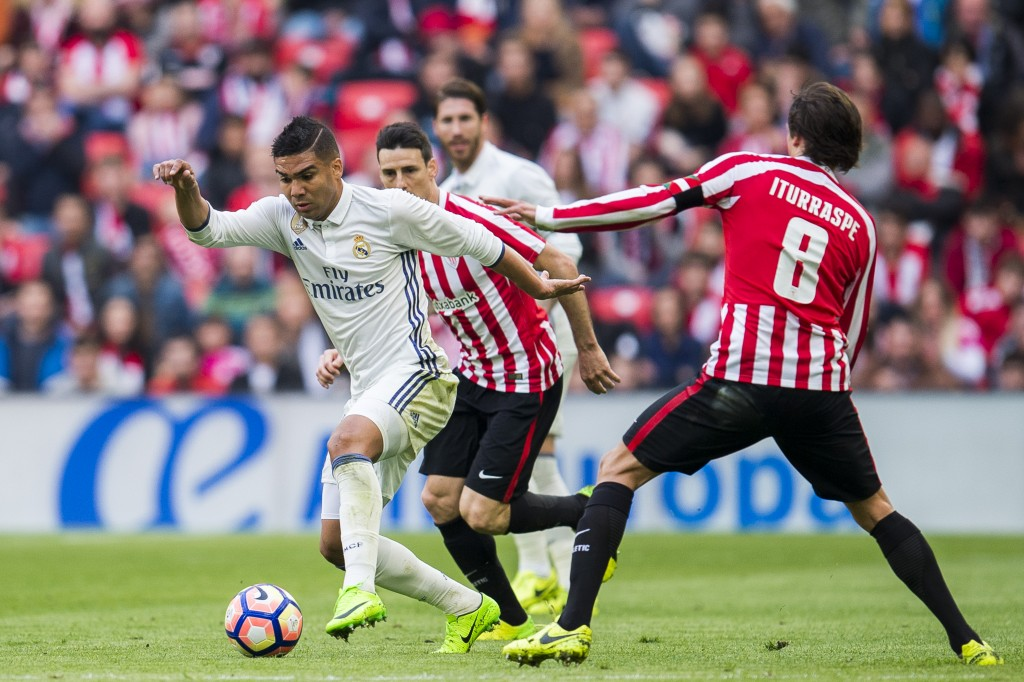 BILBAO, SPAIN - MARCH 18: Casemiro of Real Madrid competes for the ball with Ander Iturraspe of Athletic Club during the La Liga match between Athletic Club Bilbao and Real Madrid at San Mames Stadium on on March 18, 2017 in Bilbao, Spain. (Photo by Juan Manuel Serrano Arce/Getty Images)