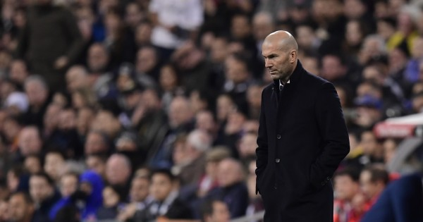A disappointed Zidane looks on. (Photo courtesy - Javier Soriano/AFP/Getty Images)