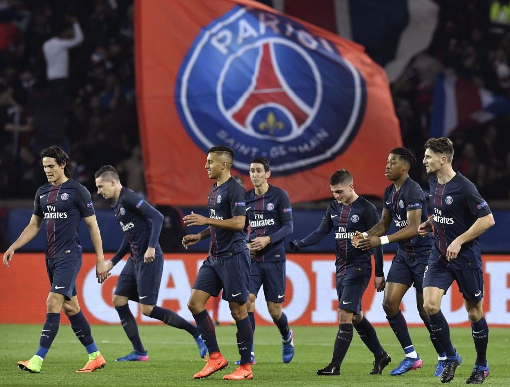 Paris Saint-Germain's players celebrate after Paris Saint-Germain's German midfielder Julian Draxler (2ndL) scored a goal during the UEFA Champions League round of 16 first leg football match between Paris Saint-Germain and FC Barcelona on February 14, 2017 at the Parc des Princes stadium in Paris. / AFP / PHILIPPE LOPEZ (Photo credit should read PHILIPPE LOPEZ/AFP/Getty Images)